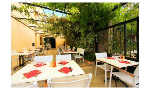 Restaurant with terrace Homps
